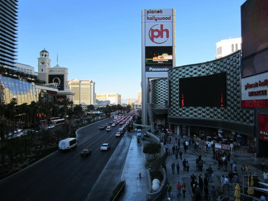 How to Use Digital Signage to Increase Excitement and Engagement in Casinos